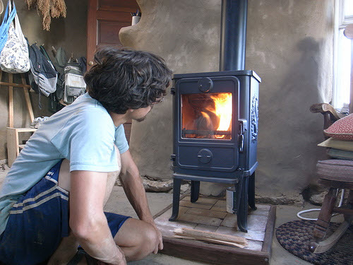 Wood burning stoves for small houses for Small efficient wood stoves