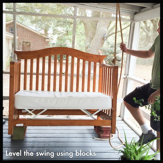 Diy porch swing from a crib easy upcycling for Easy porch swing