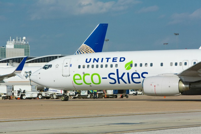 united airlines ecoskies plane